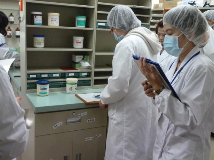 模擬薬局での実務実習事前学習風景